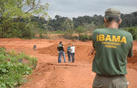Fiscais do Ibama fiscalizando propriedades próximo a APP
