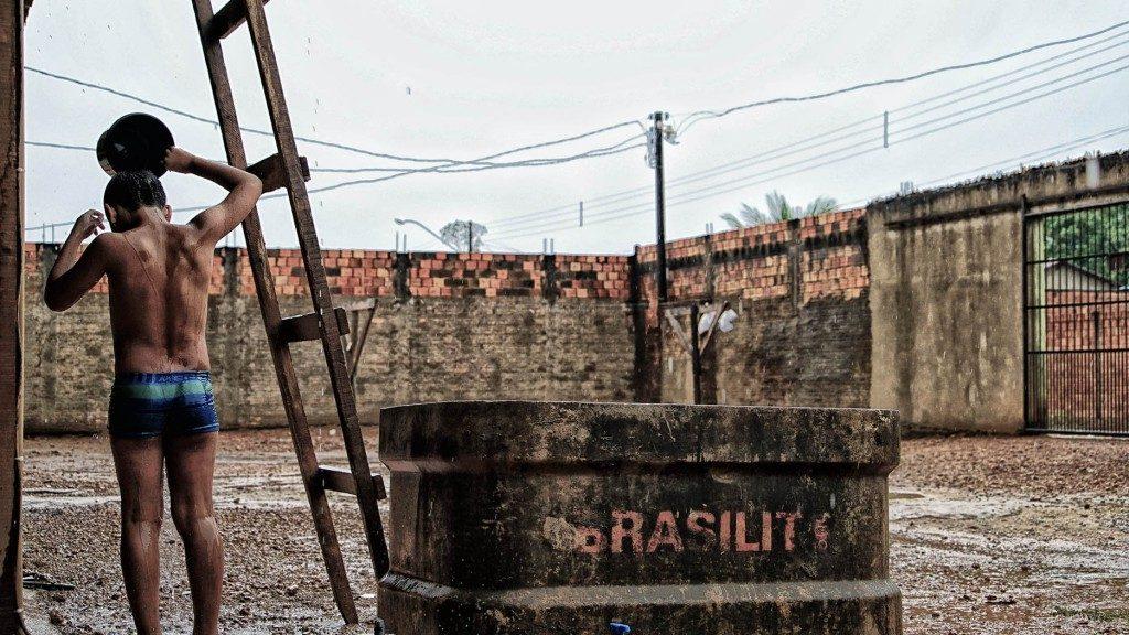 Faltou água até para o banho em Porto Velho (Foto: Marcela Bonfim/Amazônia Real)