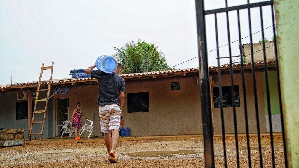 O poço secou. População comprou água para o abastecimento em casa (Fotos: Marcela Bonfim/Amazônia Real)